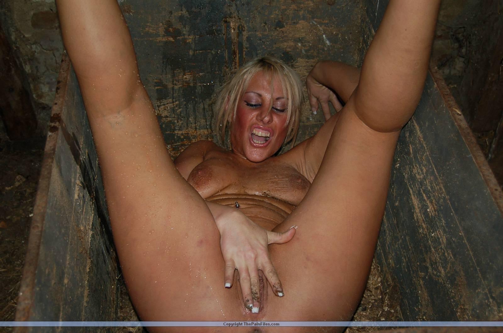 Фото грязные шлюшки, Грязные шлюшки с большими голыми попками 13 фотография